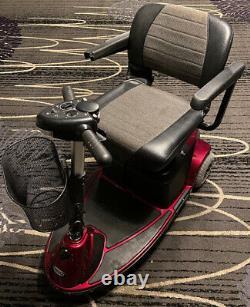 Pride Revo 3-wheel Mobility Scooter Excellent Ordre De Travail! Limite De Poids De 300 Lb